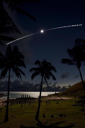 Easter Island Eclipse Time Lapse