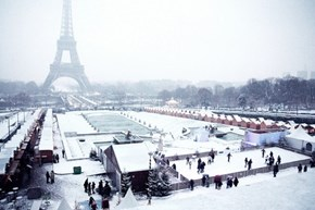Snow Comes to Paris