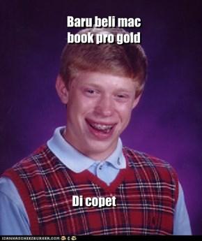 Baru beli mac book pro gold