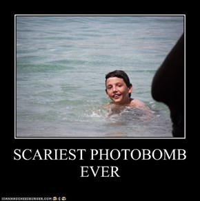 SCARIEST PHOTOBOMB EVER