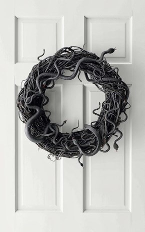 The Perfect Wreath to Greet Your Trick or Treaters!