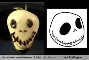 This chocolate covered strawberry Totally Looks Like Jack Skellington