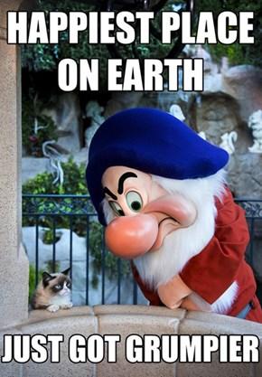 Grumpy Cat Meets Grumpy the Dwarf