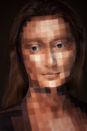 This is Not a Photoshop and Not a Test: Amazing Makeup Digitizes This Model