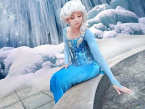 Far From Frozen, This Elsa Cosplay is Fabulous
