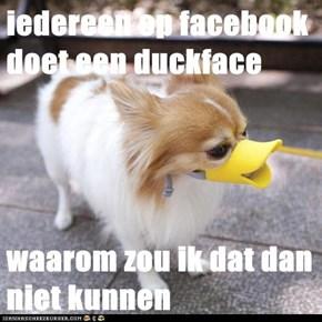 iedereen op facebook doet een duckface   waarom zou ik dat dan niet kunnen