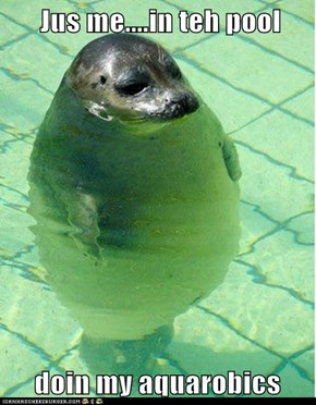 Jus me....in teh pool       doin my aquarobics