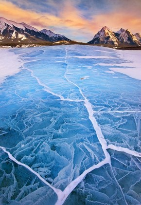 Cracking Ice at Lake Abraham