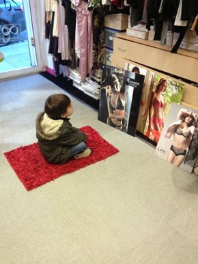 That's One Way to Stay Entertained While Your Mom Shops