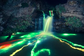 Glowsticks + Long Exposure Photography = Trippy