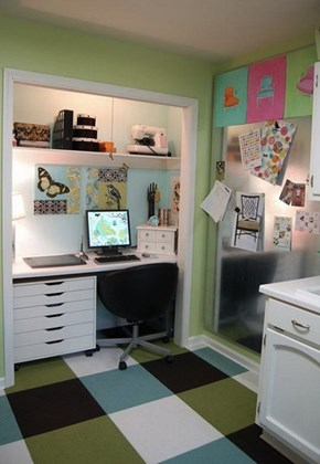 This Space-Saving Desk Area is a Better Use For Your Neglected Closet