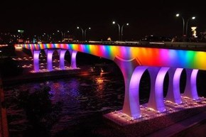 Minneapolis's 35W Bridge Lights up for the Night
