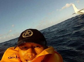 Selfie of the Day: Taken Moments After Plane Crash Into the Ocean