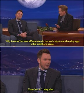 Joel McHale Speaks The Truth About Justin Bieber