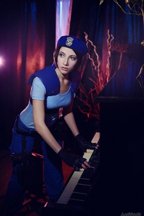 Jill Valentine Plays Moonlight Sonata