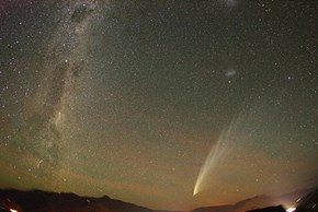 Comet McNaught Soars Over New Zealand