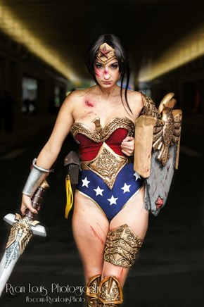 Now THIS is a Wonder Woman Cosplay