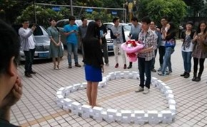 This Man Bought 99 iPhone 6s, Arranged Them Into the Shape of a Heart, Then Proposed to His Girlfriend. She Said No.