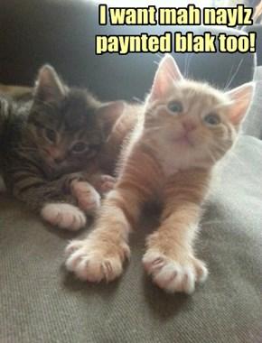 I want mah naylz  paynted blak too!