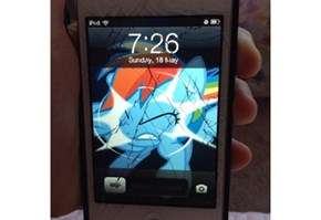 Rainbow Dash Broke my Screen