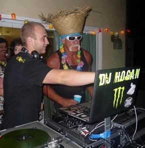 Hogan Knows How to Party