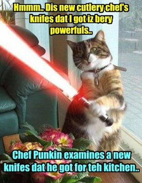Kamp Chef Punkin iz delighted wiff his new Chef's Knife..