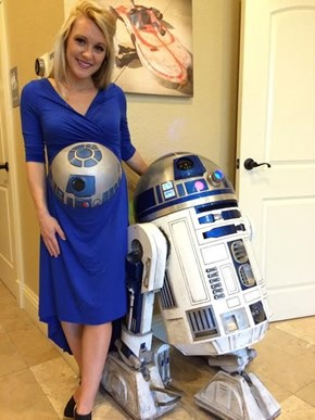 A Geeky New Take on the Pregnancy Photoshoot