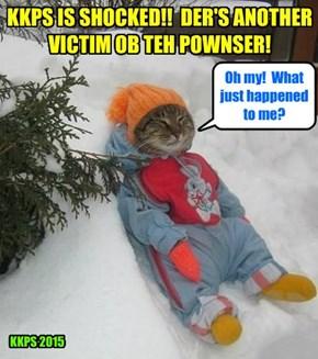 TEH POWNSER STRIKES AGIN! Teh unfortunate victim Mr. AllThumbs iz disoriented by teh surprize attack ob Teh Pownser!