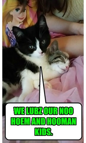 WE LUBZ OUR NOO HOEM AND HOOMAN KIDS.