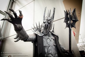The Dark Lord Sauron takes NYCC