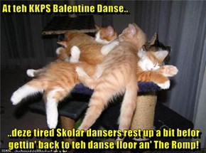 At teh KKPS Balentine Danse..  ..deze tired Skolar dansers rest up a bit befor gettin' back to teh danse floor an' The Romp!
