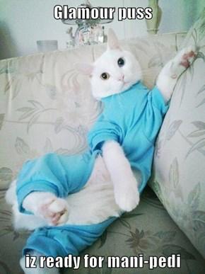 Glamour puss  iz ready for mani-pedi