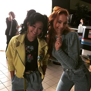Can't Tell if This is X-Men, Or Jean Grey and Jubilee Are In Mallrats 2