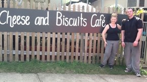 Cafe Kicks Out Rude Customer After Breast Feeding Complaint