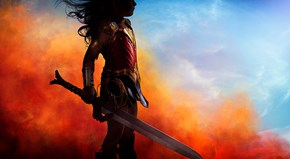 Dad Makes Epic Wonder Woman Costume for His Daughter and Recreates Movie Scenes