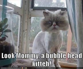 Look Mommy, a bubble head kitteh!