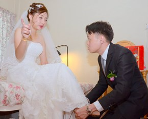 Bride Claims Her Wedding Was Ruined by Amateur Photographer