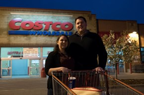 A Minnesota Couple is Crowned 'Engagement Photo Champ' for Epic Costco Photoshoot
