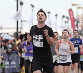A Guy Ran a Marathon With a Bloody Nose and Won This Amazing Photoshop Battle