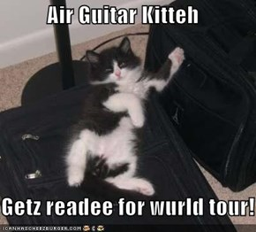 Air Guitar Kitteh  Getz readee for wurld tour!