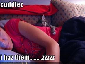 cuddlez  i haz them.........zzzzz