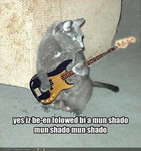 yes iz be-en folowed bi a mun shadomun shado mun shado