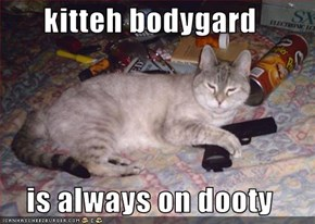 kitteh bodygard  is always on dooty