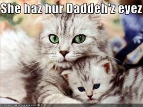 She haz hur Daddeh'z eyez