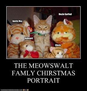 THE MEOWSWALT FAMLY CHIRSTMAS PORTRAIT