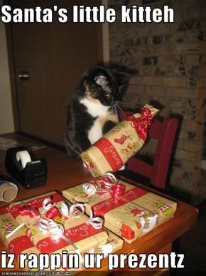 Santa's little kitteh  iz rappin ur prezentz