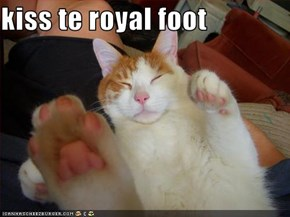 kiss te royal foot