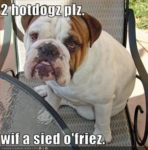 2 hotdogz plz.  wif a sied o'friez.