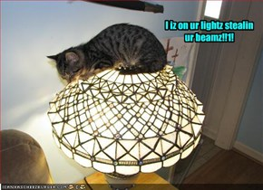 I iz on ur lightz stealin ur beamz!!1!