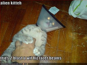 alien kitteh  tries 2 blast u wif hiz lazer beams